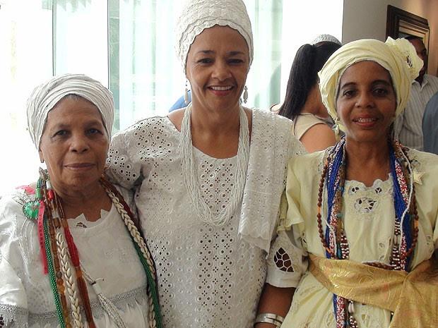Baianas Norma, Rita e Meirejane vão vender acarajé dentro da arena Fonte Nova, na Bahia (Foto: Lílian Marques/ G1)