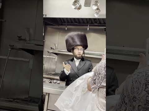 "Eliezer Weinstock sings ""Tate Tata"" song in public kitchen"