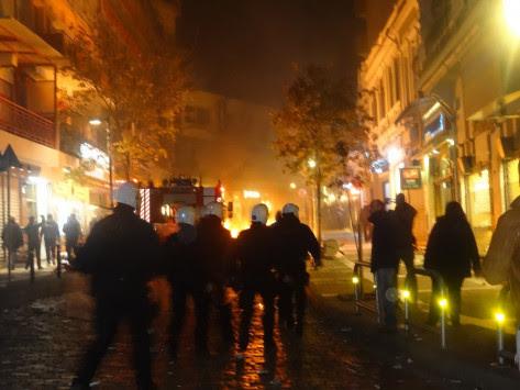 """Ξάνθη: """"Βροχή"""" μολότοφ και δακρυγόνα για τα εγκαίνια της Χρυσής Αυγής [pics, vids]"""