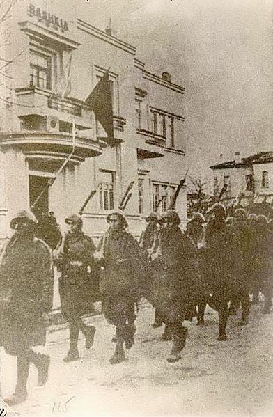 Archivo: fuerzas griegas en Korce.JPG
