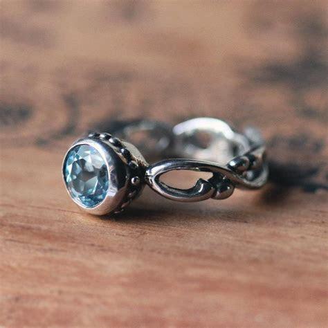 Izyaschnye wedding rings: Infinity wedding ring with