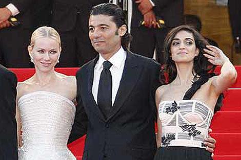 Naomi Wattas junto al actor egipcio Khaled Al-Nabawy y la israelí Liraz Charhi, en Cannes. | Efe