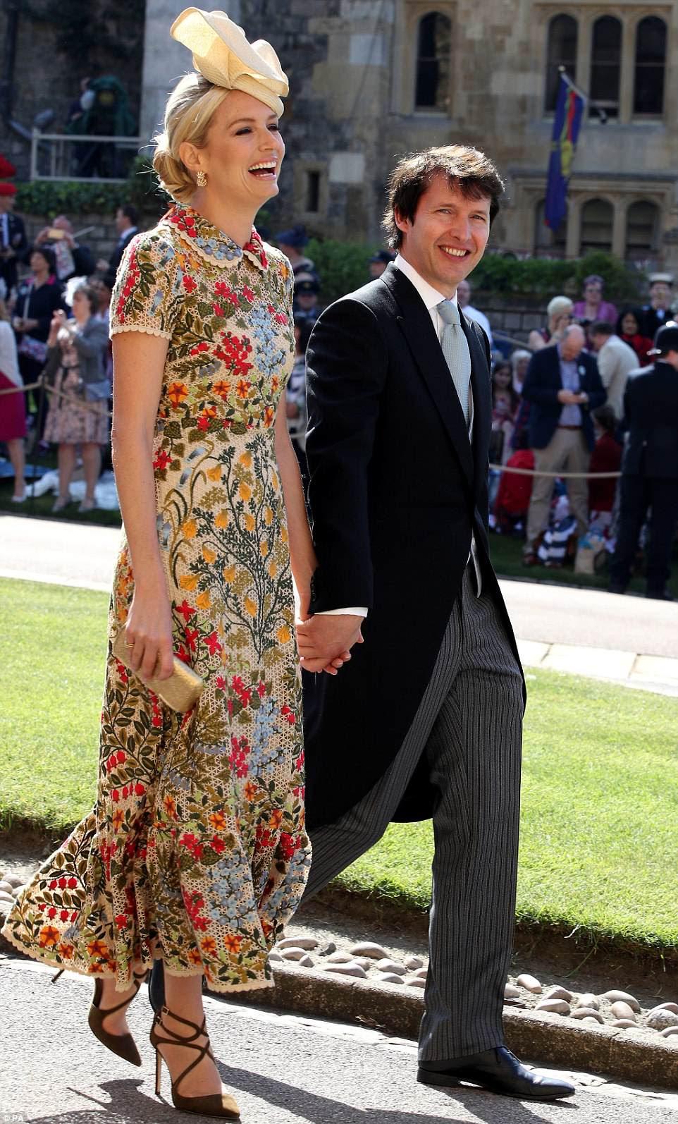 James Blunt e sua esposa Sofia Wellesley estão entre as grandes estrelas que foram convidadas por Meghan e Harry hoje
