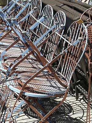 aix, chaises rouillées.jpg