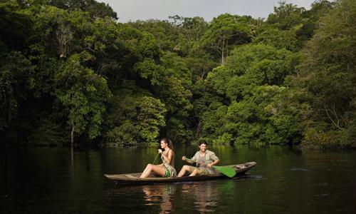Casal em lua de mel na Amazônia