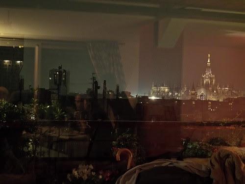 Milano dal caldo al freddo di notte by Ylbert Durishti