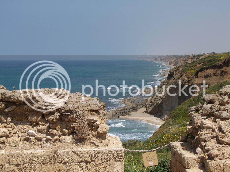 תצפית אל חוף הים ואל נתניה מהמבצר הצלבני בתל ארסוף (אפולוניה)