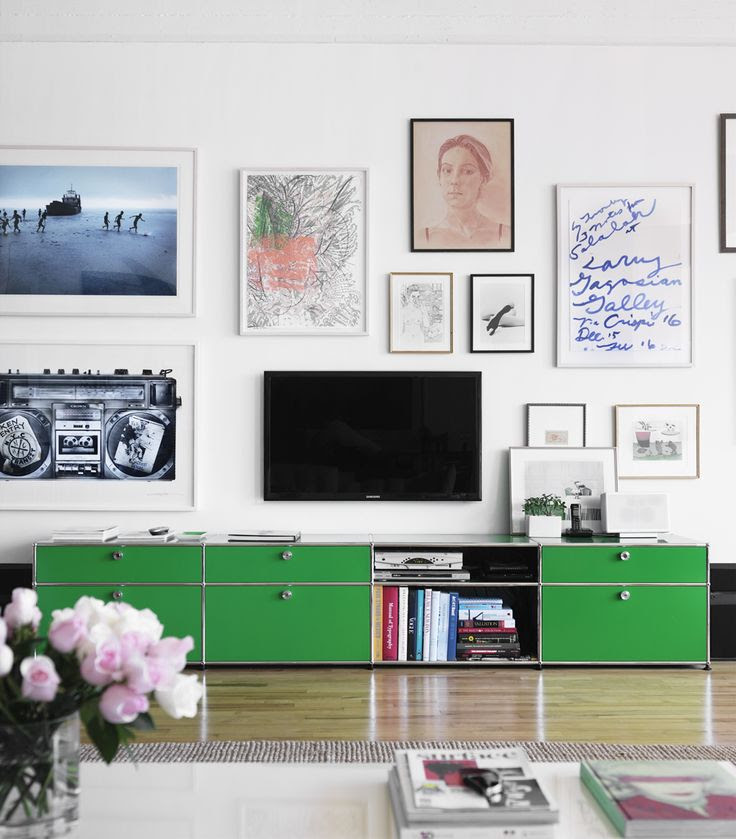 Gallery Wall includes TV. clever!