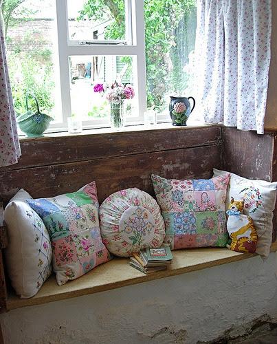 cajunmama:  Cottage Window Seat (by MinxyMagic)