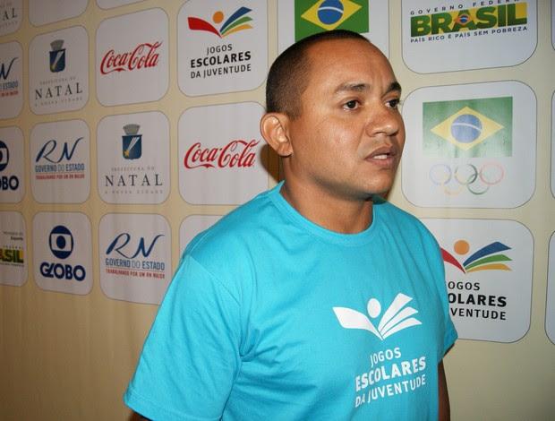 Vicente Lenilson em coletiva dos Jogos Escolares da Juventude Natal 2013 (Foto: Jocaff Souza)