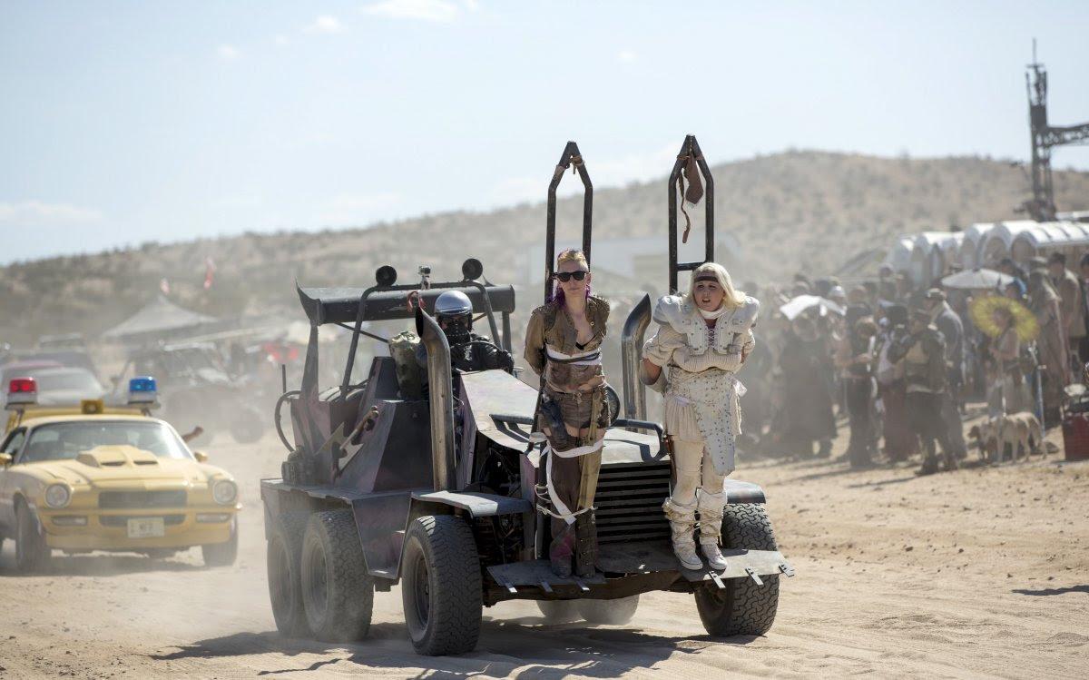 """Fãs de """"Mad Max"""" constroem seu próprio mundo pós-apocalíptico no meio do deserto 04"""