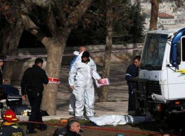 Caminhão avança sobre pessoas em Jerusalém e deixa ao menos três mortos