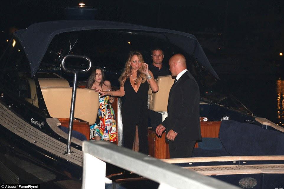Engatando um elevador: Mariah e seus amigos chegaram de barco à noite leilão chamativo de Leo