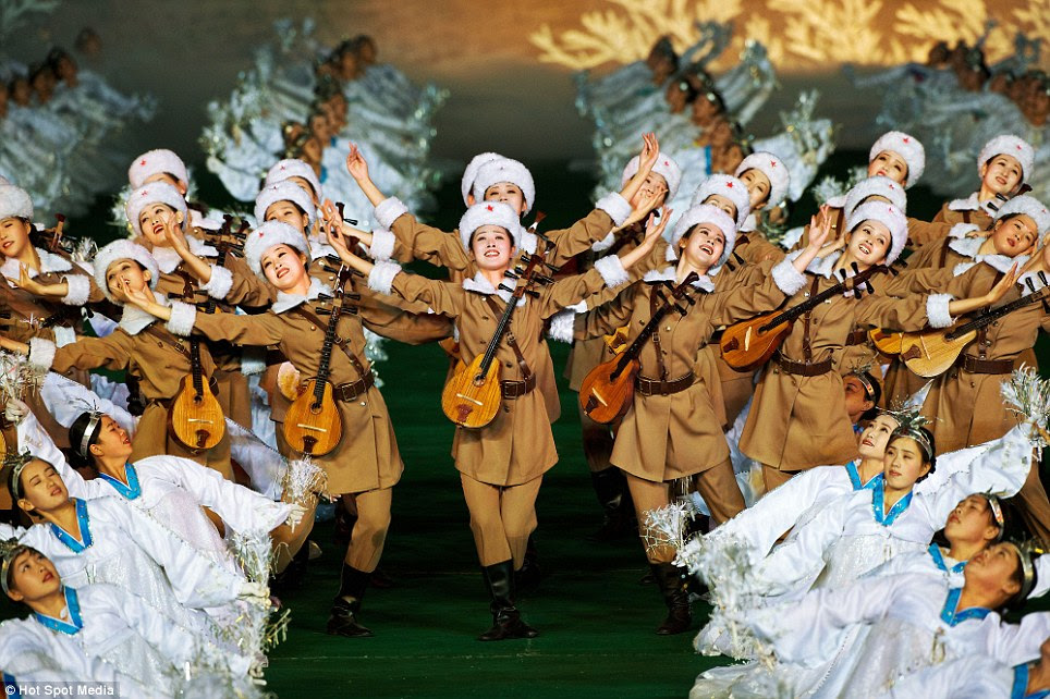 As exposições são realizadas para comemorar feriados nacionais, como os aniversários dos líderes Kim Il-sung e Kim Jong-il