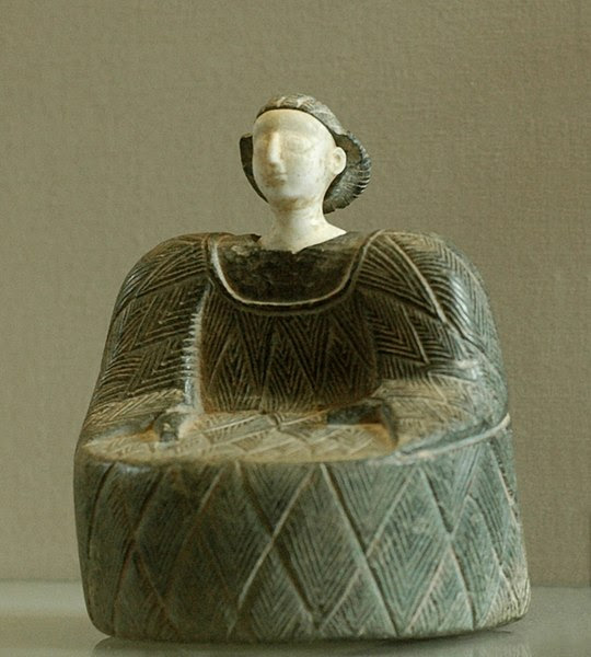 Archivo: Kaunakes Bactria Louvre AO31917.jpg