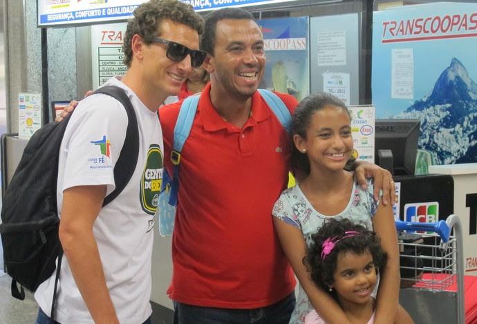 Elano desembarque Rio de Janeiro (Foto: Thales Soares)