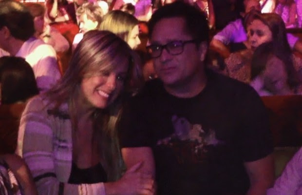 Cantor Leonardo e a esposa foram ver espetáculo circense, em Goiânia (Foto: Gabriela Lima/G1)