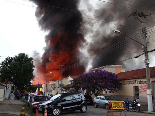 fogo guaratinguetá (Foto: Fábio Oishi/VNews)