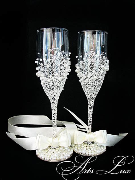 Personalized Wedding champagne glasses in ivory/white Hand