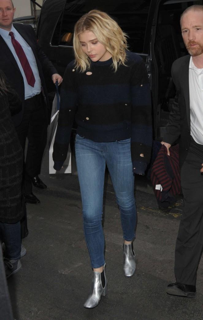 Chloe Moretz in jeans -01