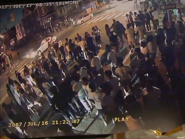 Police: Flash Mob of 500 Teens Throw Bottles, Taunt Officers in Philadelphia