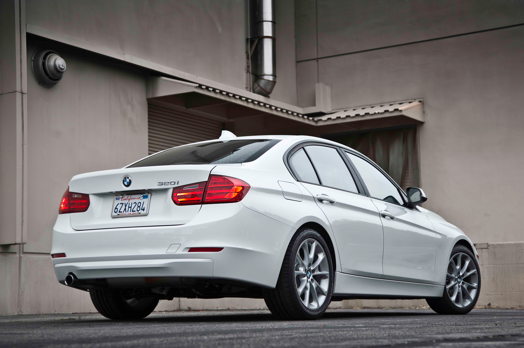 2013 Bmw F30 320i Test Drive By Motortrend Autoevolution