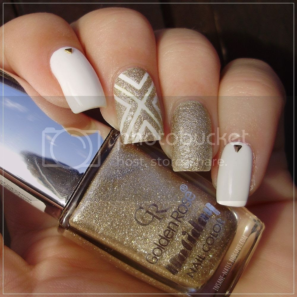 photo white_and_gold_nails_1_zpstjr1idcm.jpg