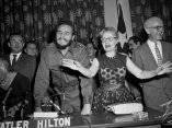 21 de abril. Fidel Castro muestra una gran sonrisa en al Universidad de Columbia. Foto: Revolución.