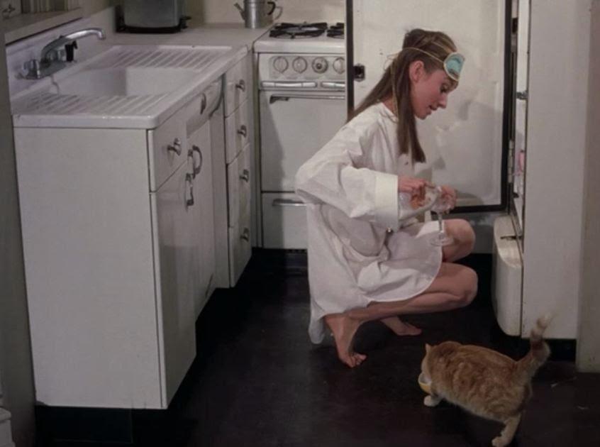 Holly w swojej białej kuchni
