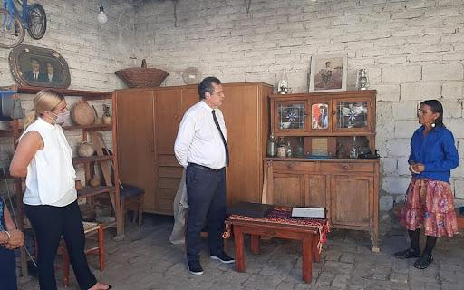 El ministro Bauer entregó 30 instrumentos musicales en Roca