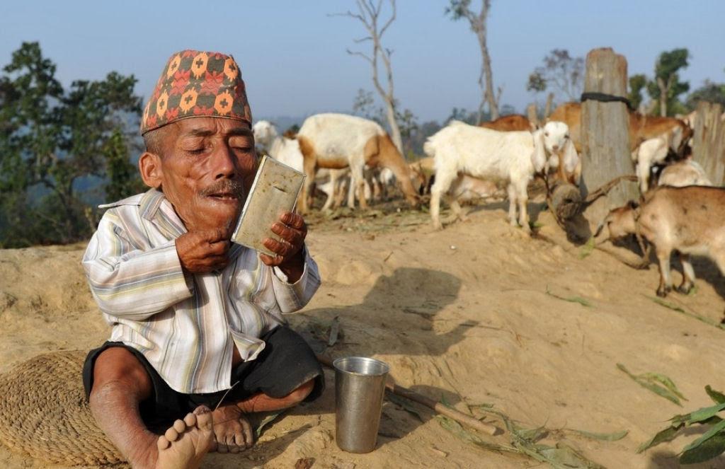Novo menor homem do mundo encontrado em aldeia do Nepal 02