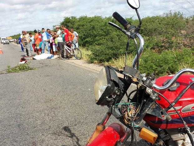 Acidente aconteceu na BR-235 (Foto: Paulo Ricardo Sobral/TV Grande Rio)