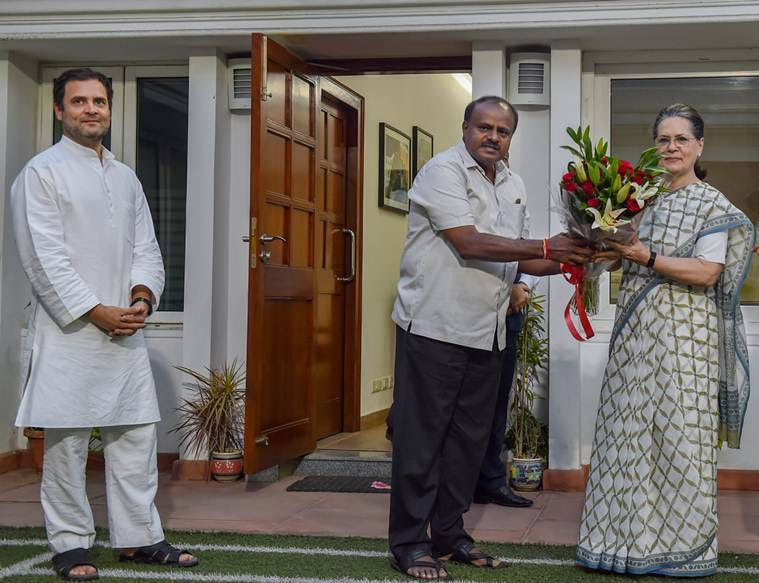 Karnataka Chief Minister H D Kumaraswamy presents a bouquet to former Congress president Sonia Gandhi as Congress chief Rahul Gandhi looks on during a meeting in Delhi. (File)