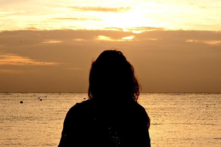 viendo al mar