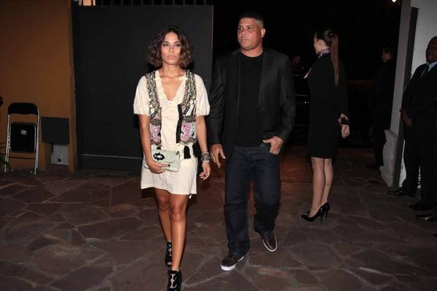 Ronaldo e esposa vão ao jantar da Louis Vuitton em SP (Foto: Orlando Oliveira/AgNews)