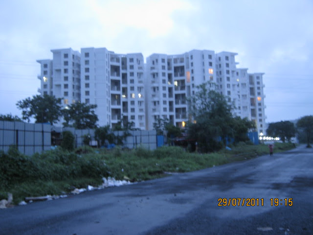 New approach road from Mumabi Bangalore Bypass to Paranjape Schemes' Gloria at Bavdhan, on Paud Road, Kothrud Annexe, Pune
