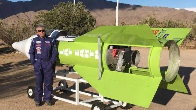 Penganut Bumi Datar Tewas di Roket Buatan Sendiri
