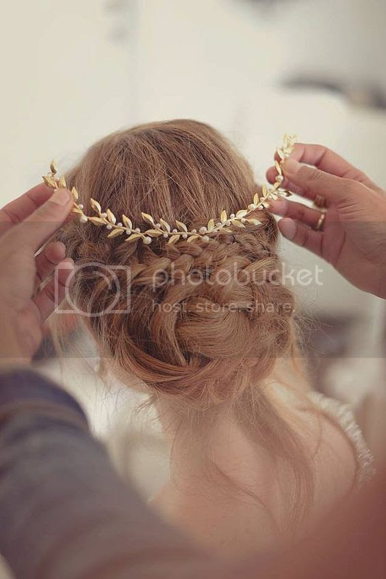 photo fustany-beauty-hair-cute hairstyles for the holidays-head piece_zpskwapkiqm.jpg