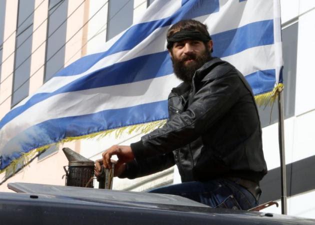 Αποτέλεσμα εικόνας για αγροτικα τρακτερ με ελληνικες σημαιες