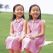 twin_girls_180