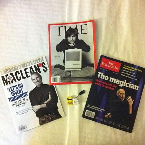帰りの飛行機で読む、ジョブズの追悼雑誌を購入