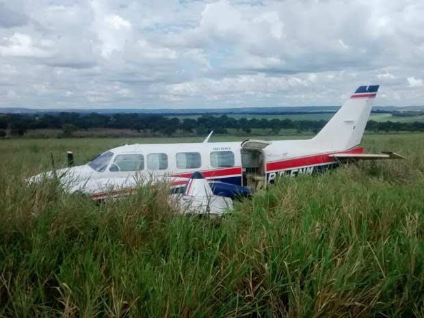 Avião que fez pouso forçado em fazenda levava Angélica, Hulck, filhos e babás. (Foto: Walter Barbosa)