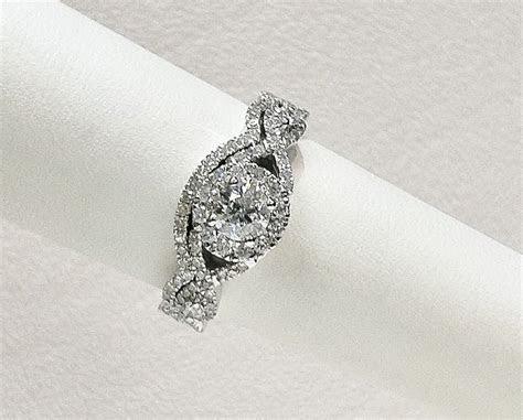 1.10CTW fancy infinity twist style round diamond halo