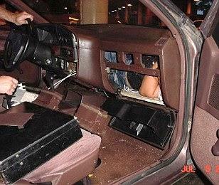 Di dalam dashboard mobil