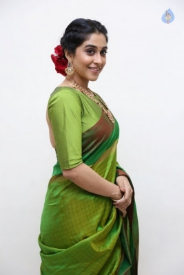 Regina Cassandra Photos - 30 of 37