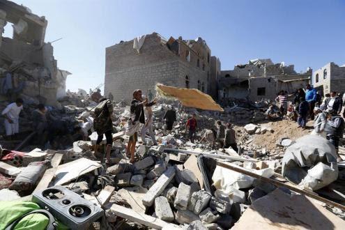 Arábia Saudita bombardeia o Iêmen, depois doa ajuda milionária