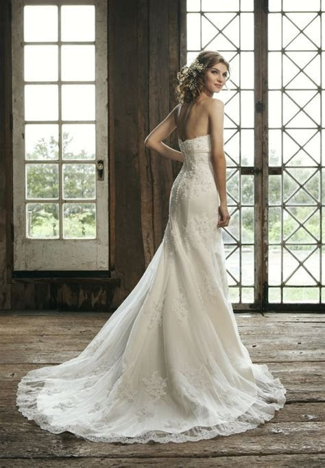 strapless lace wedding dress with a line silhouette   Sang