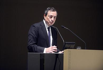 Draghi mette in guardia l'Italia su pensioni e debito pubblico