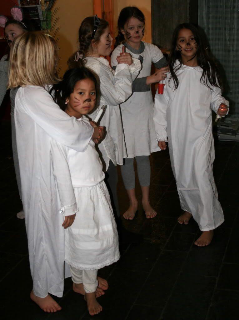 Ina, Vivi Emilie og Kalyani tøyser som vanlig :)