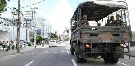 Resultado de imagem para Mesmo sem greve da PM, Forças Armadas reforçam segurança no Recife